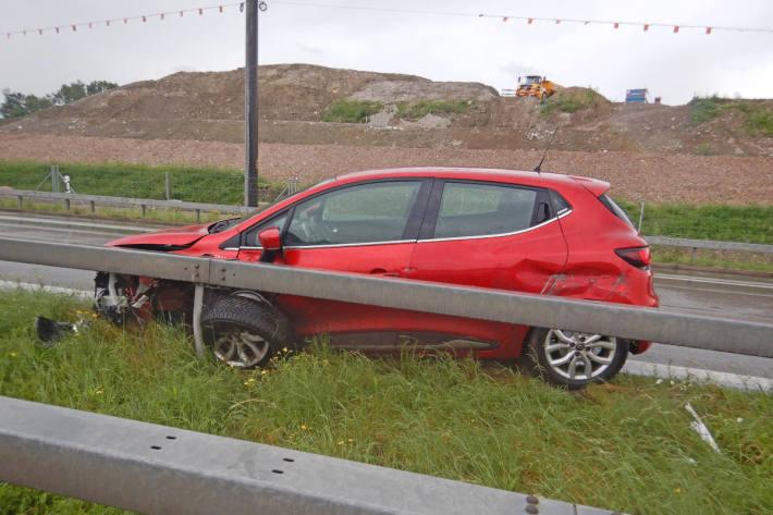 Kollision mit Leitplanke auf der A1 bei Sirnach