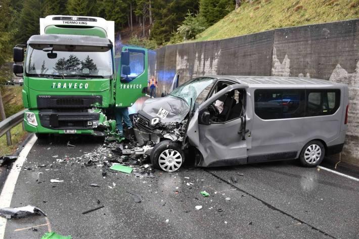In Davos Wiesen GR kam es heute zu einem heftigen Unfall.