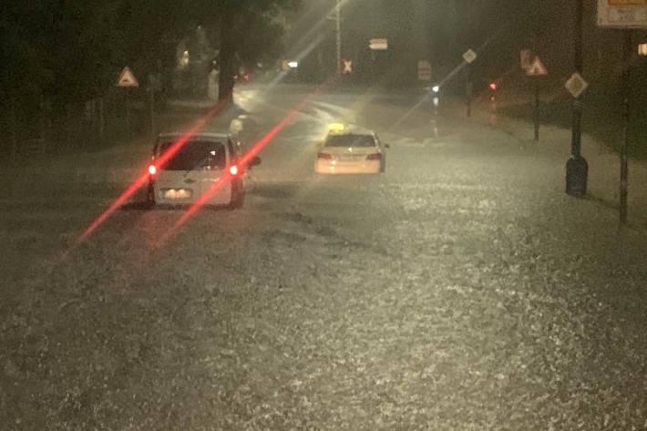 Starkregen und Gewitter über dem Essener Norden sorgen für vollgelaufene Keller und überflutete Straßen