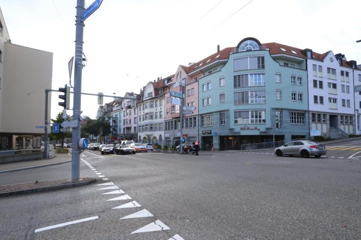 In St. Gallen wegen Ablenkung ein Unfall gebaut.