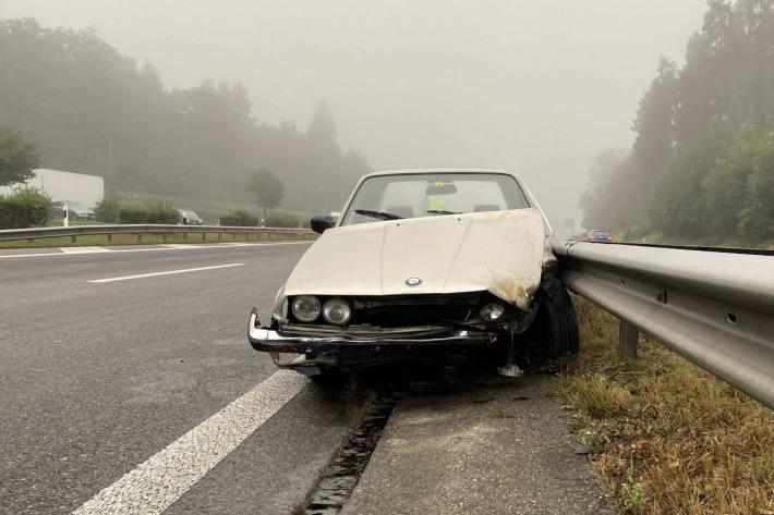Mit BMW gegen Leitplanken geprallt auf der A1
