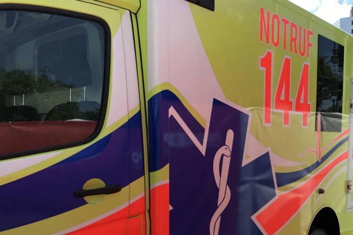 Eine junge Frau wurde in Ostermundigen verletzt und musste ins Spital gebracht werden (Symbolbild)