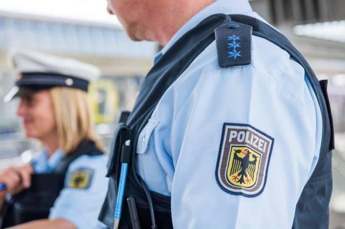Polizeibeamte konnten einen 35-Jährigen in der Hammer Innenstadt nach mehreren Angriffshandlungen überwältigen (Symbolbild)