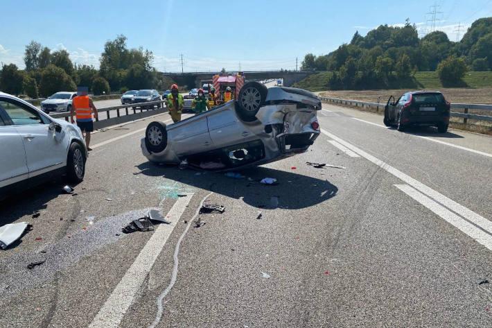 Fünf Personen bei Verkehrsunfall auf der A1 verletzt