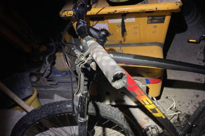 In Linthal GL ist gestern ein junger Velofahrer verunfallt.