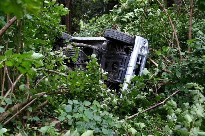 Ein Ehepaar stürzte heute bei Maladers GR einen Abhang hinunter.