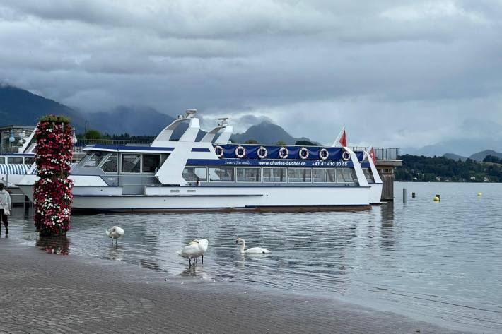 Die Polizei hat das Schifffahren auf dem Luzerner Teil des Vierwaldstättersees verboten.