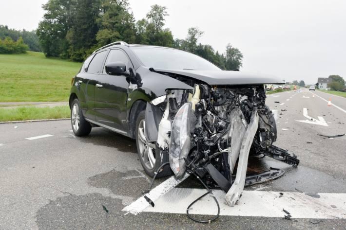 Beim heftigen Unfall in Amriswil TG verletzten sich zwei Personen.