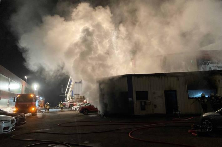 Brand bei Oberbüren in Autogarage letzte Nacht.