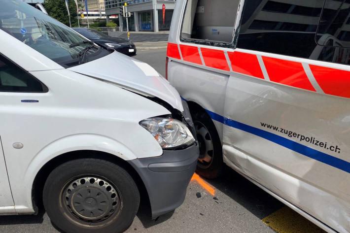 Unfallsituation nach Kollision in Zug