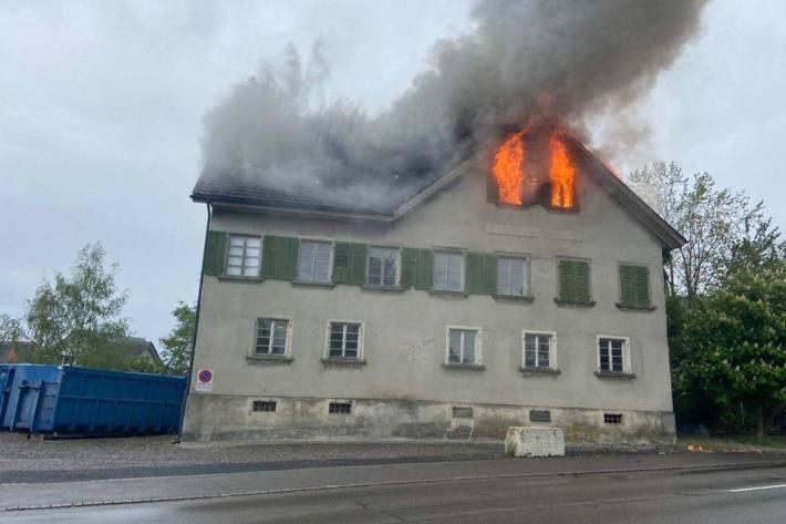 In Bünzen AG brannte es gestern in einem ehemaligen Restaurant.