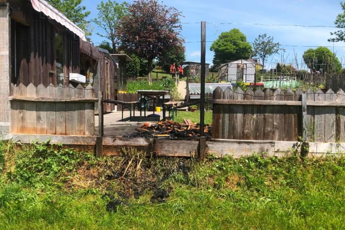 Der Gartenzaun brannte in Waldstatt AR.