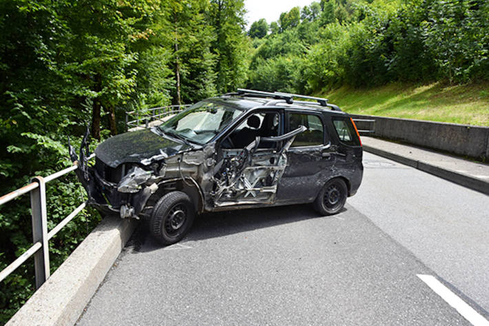 Angetrunkener Fahrzeuglenker verursacht einen Unfall bei Emmetten