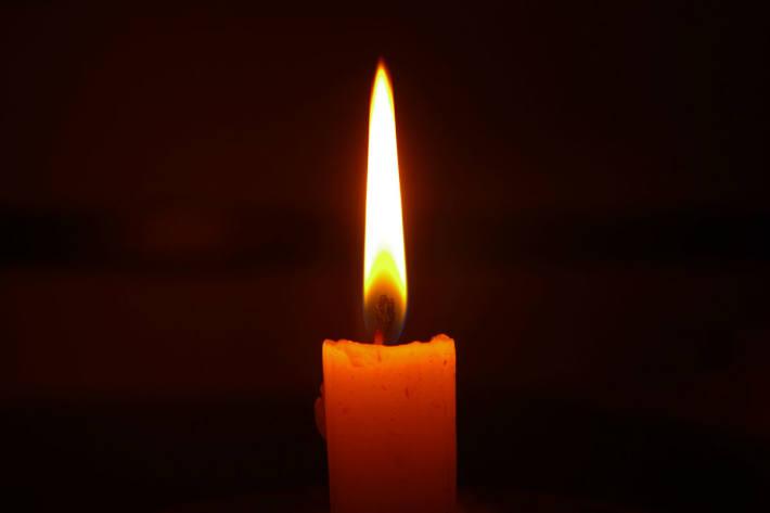 Eine Person ist heute in Wädenswil ZH bei einem Autobrand ums Leben gekommen.
