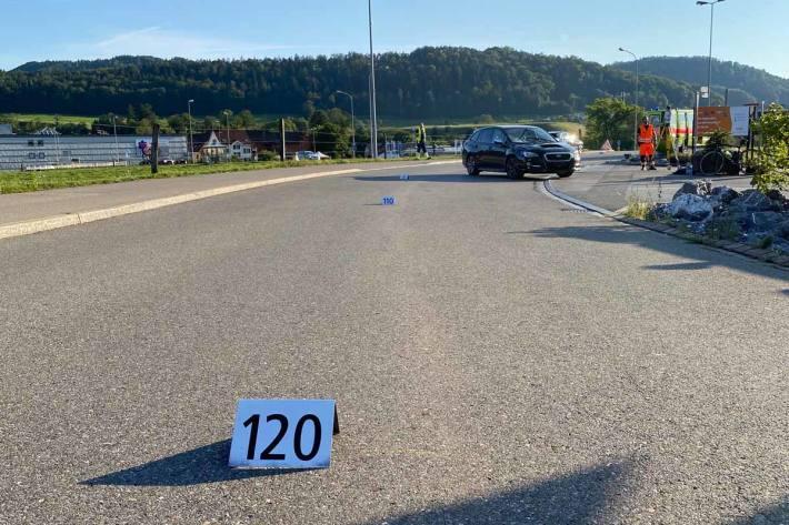 Kollision zwischen Auto und Velofahrer in Neftenbach