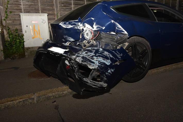 Grosser Sachschaden bei Verkehrsunfall in Dietikon
