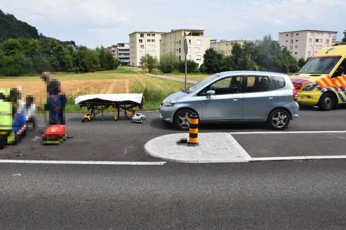 Fussgängerin wird beim Überqueren der Strasse von einem Auto erfasst