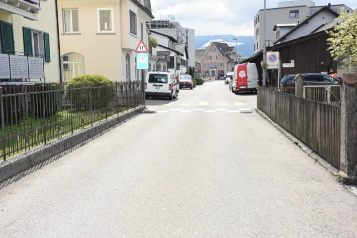 7-jähriger Junge auf Kickboard von Auto erfasst worden in Rapperswil-Jona