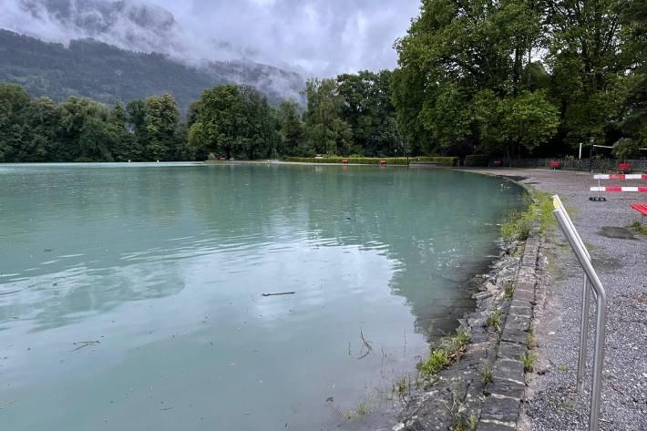 Am Donnerstag drohen die Seen an vielen Orten zu überlaufen, wie hier am Walensee bei Weesen SG.