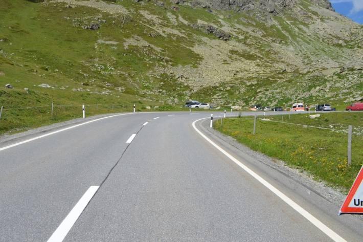 Der Motorradlenker verletzte sich gestern beim Unfall auf der Julierstrecke bei Bivio GR.