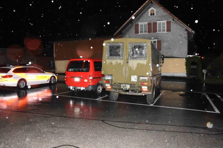 Fahrunfähig Militärfahrzeug in Rüthi beschädigt