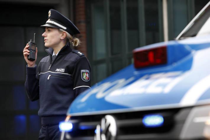 Autofahrerin während der Fahrt mit Wasserpistole in Hagen bespritzt (Symbolbild)