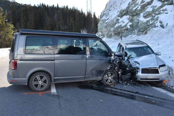 Eine Autolenkerin geriet über die Fahrbahnmitte hinaus.