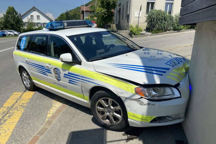 Verkehrsunfall mit Patrouillenwagen anlässlich dringender Dienstfahrt in Leimbach