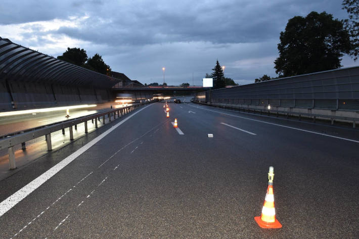 Autolenkerin auf Autobahn A1H bei Unterengstringen verunfallt