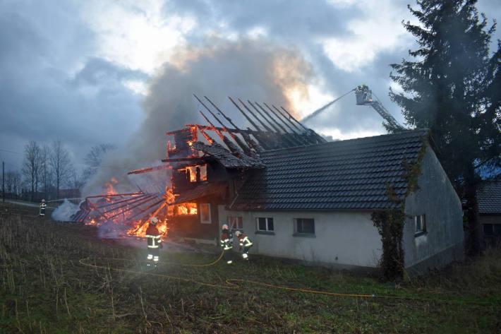 Bauernhaus in Vollbrand