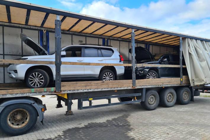 53-jähriger Mann aus Lettland hatte am Dienstag zwei gestohlene SUV auf Trailer