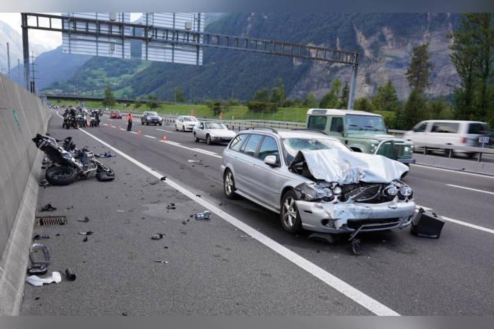Schwerer Verkehrsunfall auf Autobahnausfahrt der A2 bei Altdorf