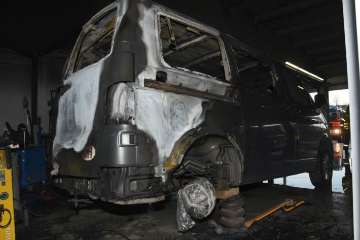 Das Fahrzeug brannte aus.