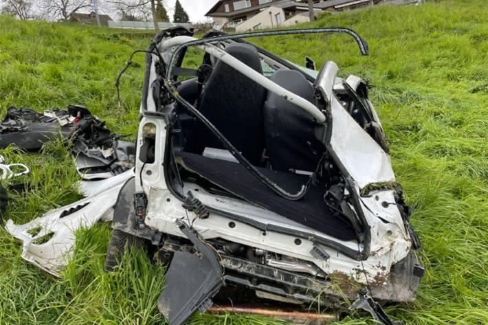 In Weggis LU rollte ein führerloses Auto den Abhang hinunter.