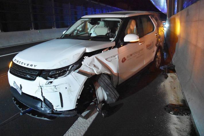 In Lärmschutzgalerie gekracht auf der Autobahn A2