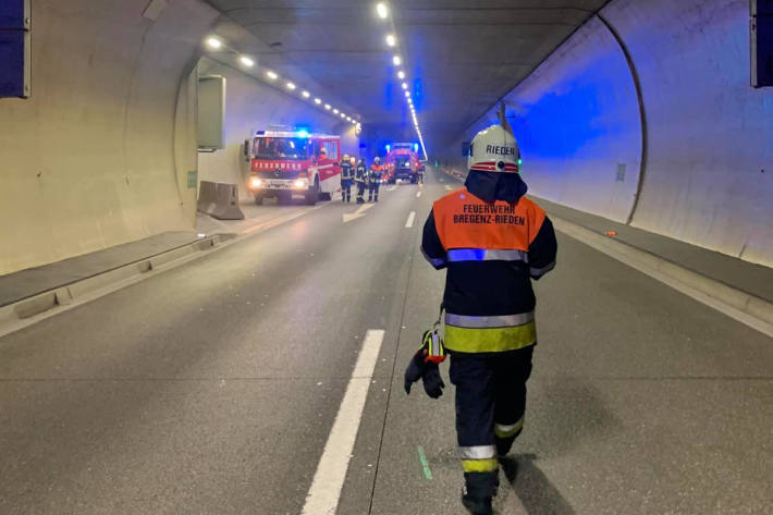 Auffahrunfall im Pfändertunnel auf der A14