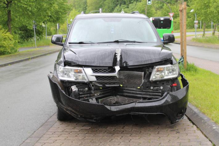 Flüchtiger leistet nach Verkehrsunfall Widerstand in Porta Westfalica