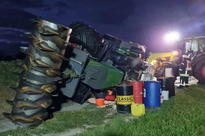 Bild des umgestürzten Traktors