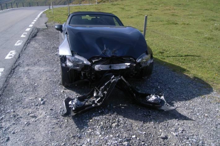 Gestern ist in Realp UR ein Autolenker verunfallt.