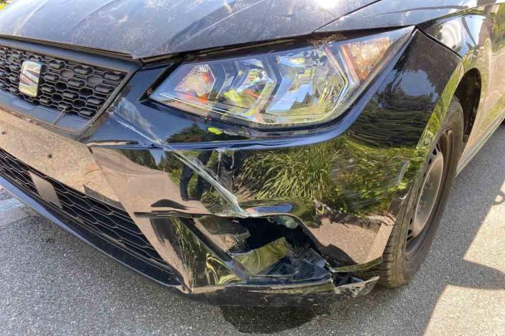 Unfallbeteiligte in Dintikon gesucht