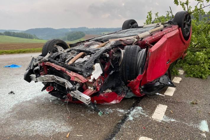 In Diegten BL hat gestern ein 31-Jähriger die Kontrolle über das Auto verloren.