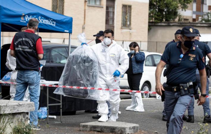 In der italienischen Hauptstadt Rom wurde eine Leiche in einem Koffer auf offener Strasse gefunden.