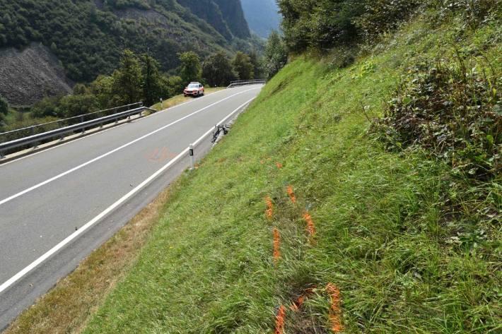 Ein Rennvelofahrer verletzte sich gestern bei Soazza GR mittelschwer.