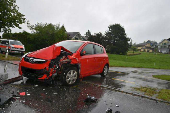 Beide Auto wurden komplett zerstört.