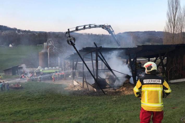 Beim Brand in einem Geräteunterstand is in Mettmenstetten ein Sachschaden von mehreren zehntausend Franken entstanden