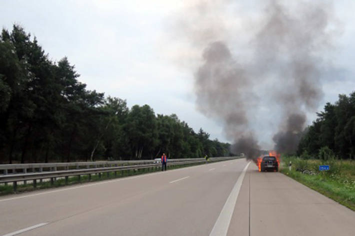 Brand eines Pkw auf der Autobahn 1 im Bereich der Gemeinde Großenkneten