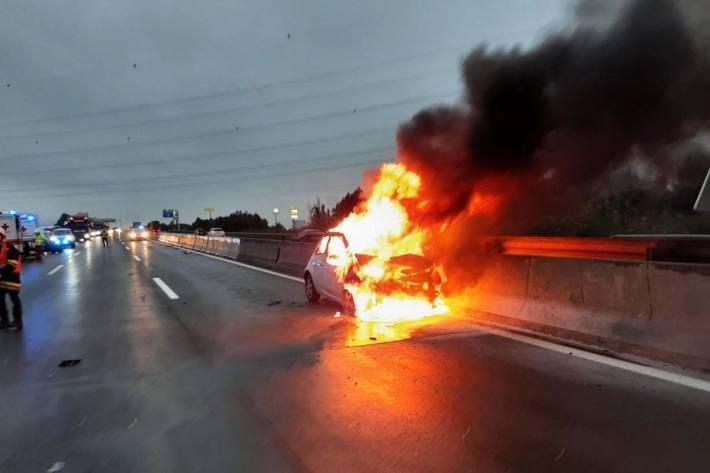 Fahrzeugbrand auf der A1