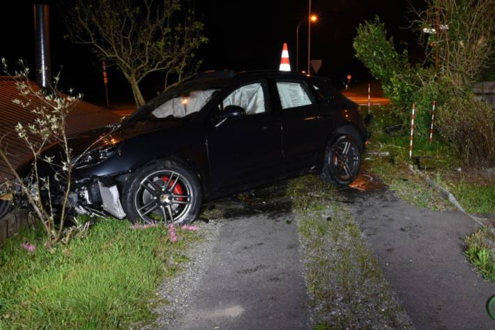 In Meierskappel LU ist ein betrunkener Porschelenker verunfallt.