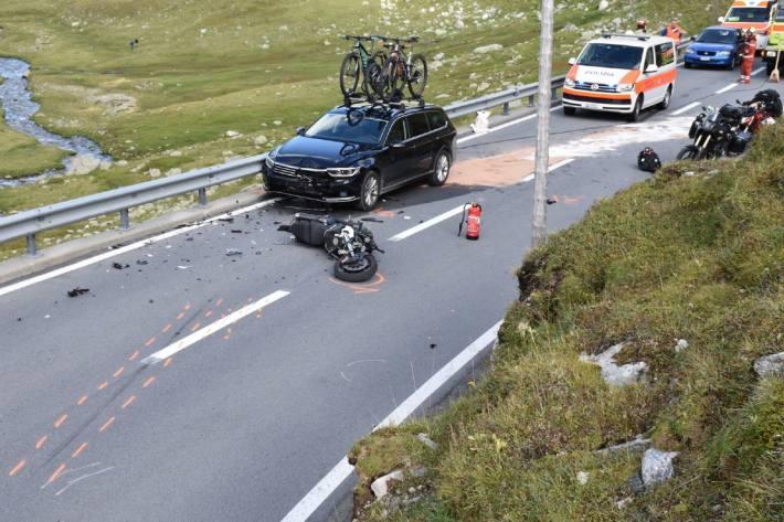 Der Motorradlenker wurde bei der Frontalkollision auf dem Flüelapass schwer verletzt