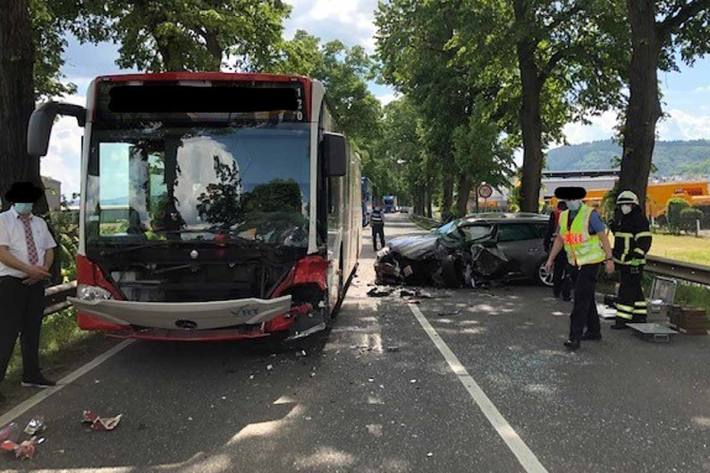 Zusammenstoß zwischen PKW und Linienbus in Trier